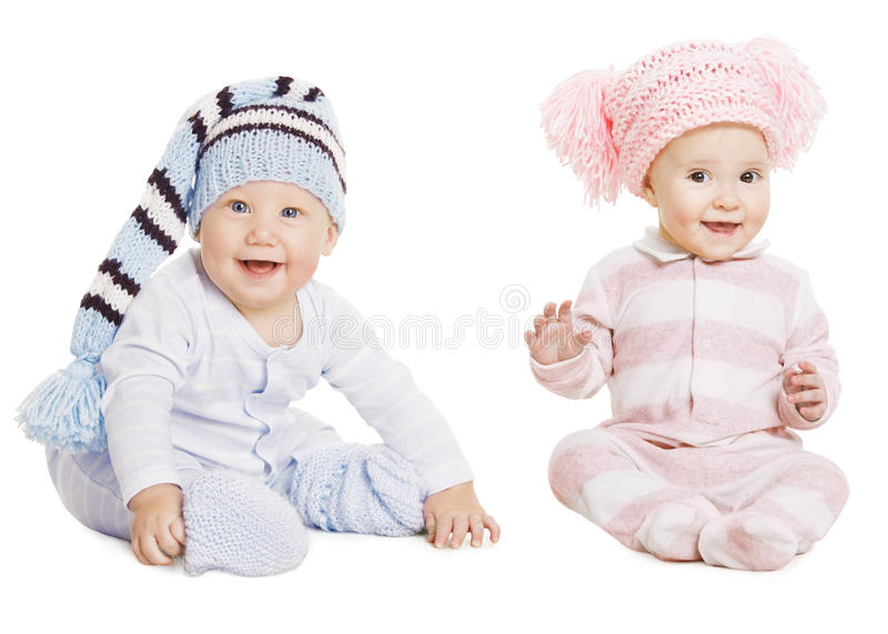 男婴女孩画象,小孩羊毛帽子,儿童履带牵引装置爬行物 免版税图库摄影