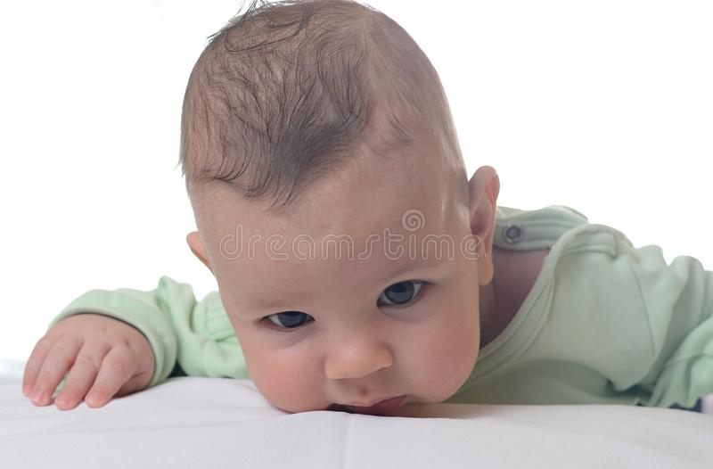 男婴子项他查出的纵向减速火箭小微笑的坦克小孩顶层玩具卡车空白木 库存照片