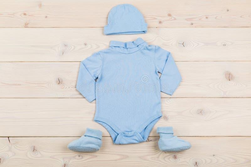 男婴成套装备 库存照片