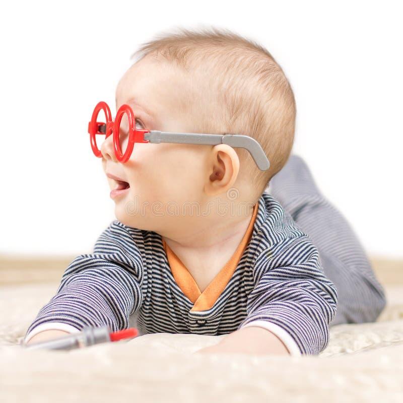 男婴打扮象医生 免版税库存照片
