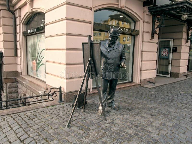 画家独立的堤防的Ignac Roskovics雕象在Uzhgorod 免版税库存图片