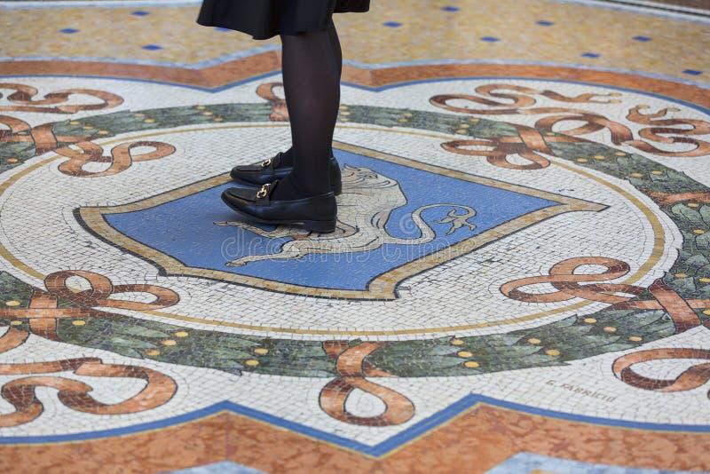 画廊维托里奥・埃曼努埃莱・迪・萨伏伊II,豪华购物中心,马赛克公牛,米兰,意大利 免版税库存照片