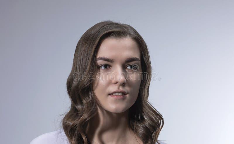 画象一少女的照片写真有长的卷发的 免版税库存图片