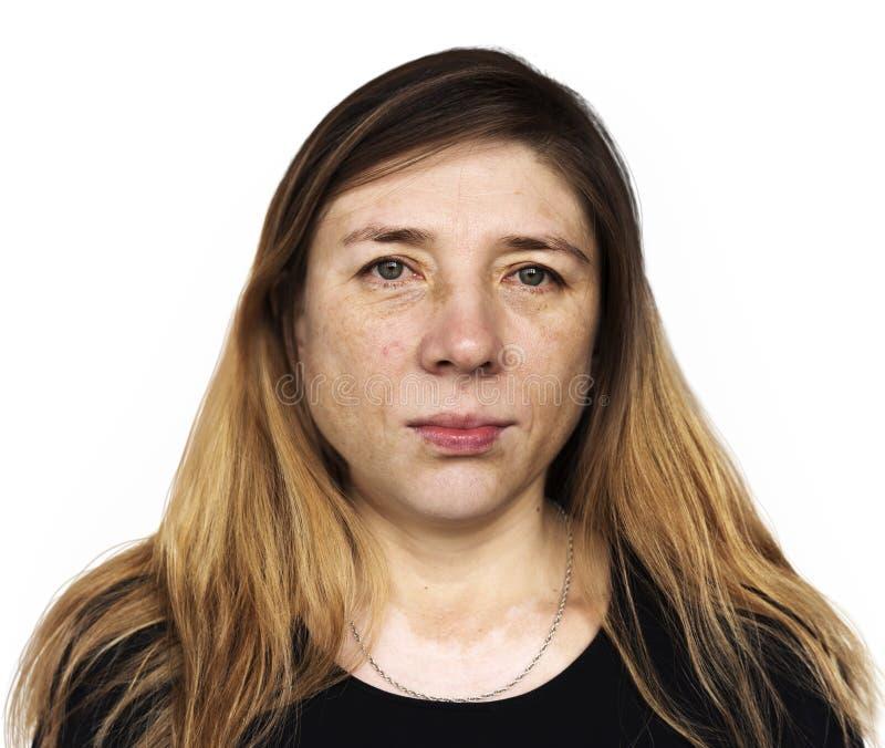 画象妇女在白色背景的凝视面孔 免版税图库摄影