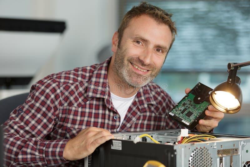 画象成熟男性计算机技术员 免版税库存照片