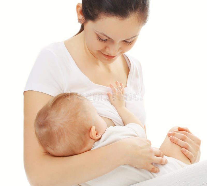 画象特写镜头愉快的母亲哺养的乳房在白色隔绝的她的婴孩 库存照片