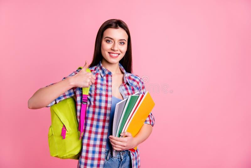 画象迷人的美丽的确信的凉快的独立高中人民时髦的时髦挑选决定劝告忠告 免版税库存照片