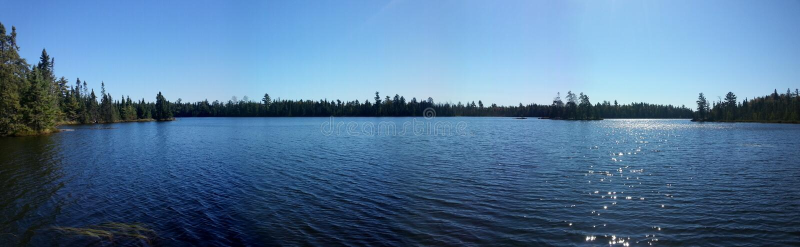 界限水美好的全景湖视图  免版税库存图片
