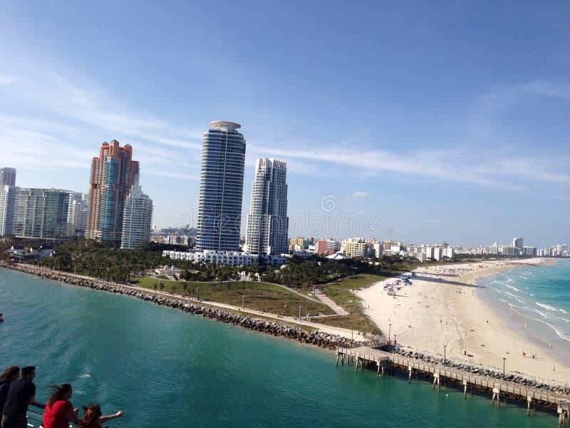 留下口岸的迈阿密海滩视图口岸在游轮 免版税库存照片