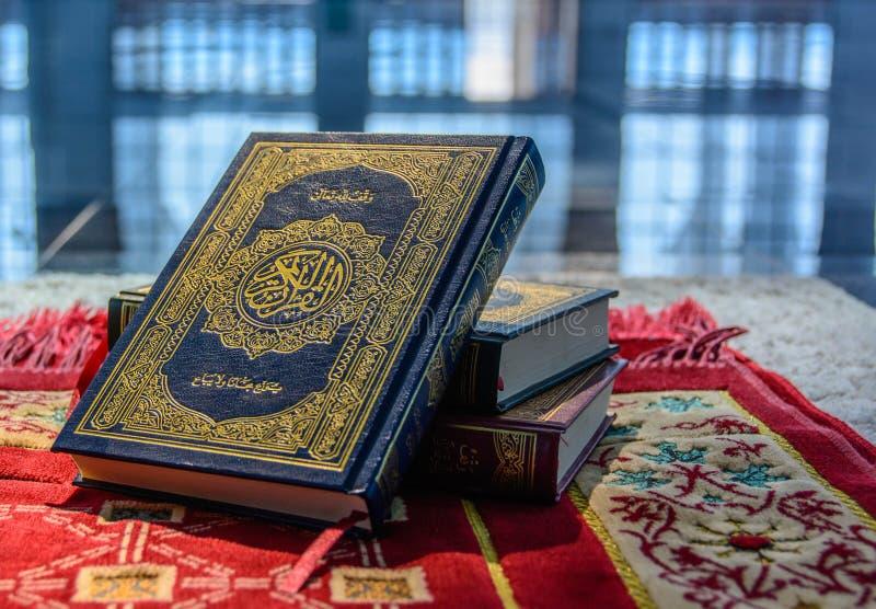 留下回教古兰经。 库存照片