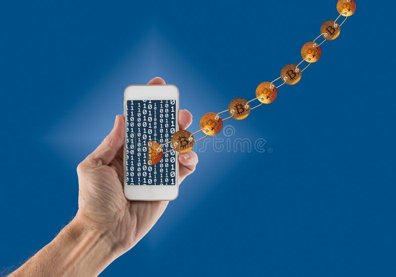留下手扶的智能手机的连接的bitcoins 免版税库存照片