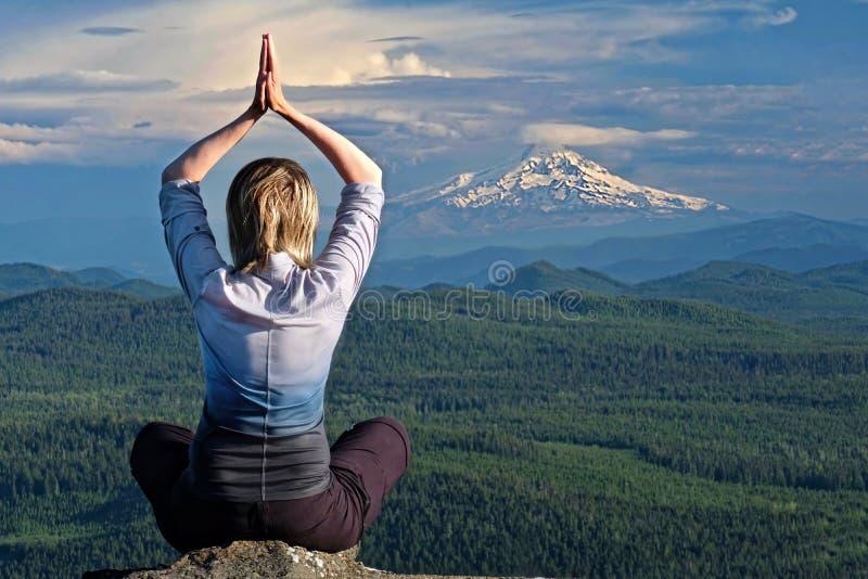 留心和内在和平 瑜伽撤退 库存图片