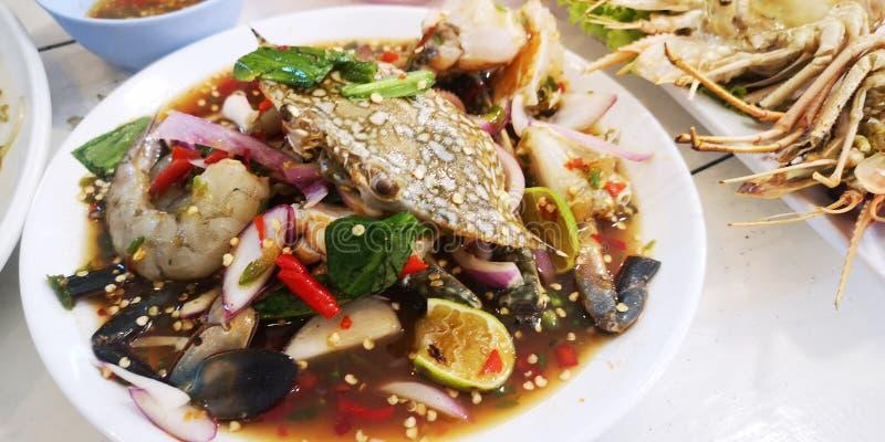 番木瓜沙拉用海鲜 免版税库存照片