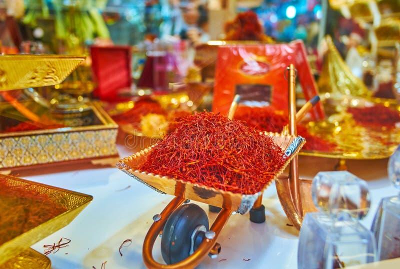 番红花在Tajrish义卖市场,德黑兰,伊朗香料商店  库存照片