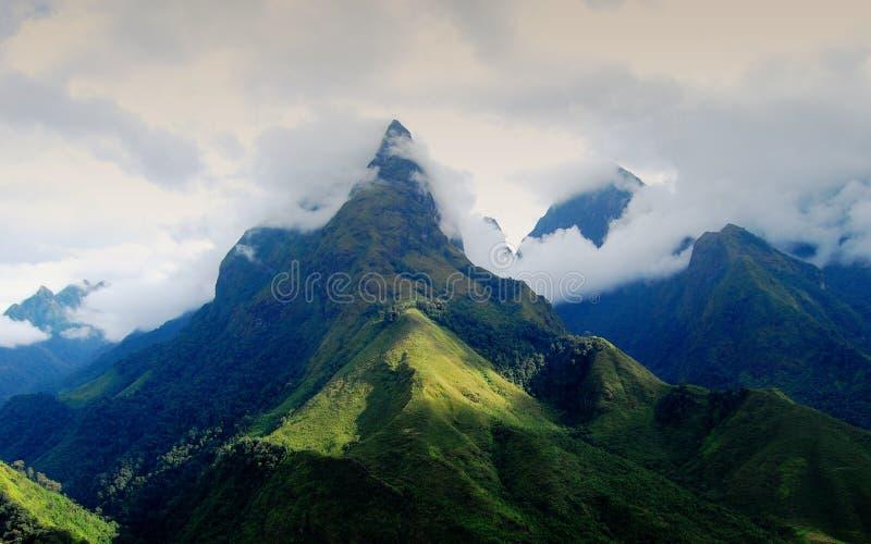 番西邦峰山上面在Sapa,越南 免版税库存照片