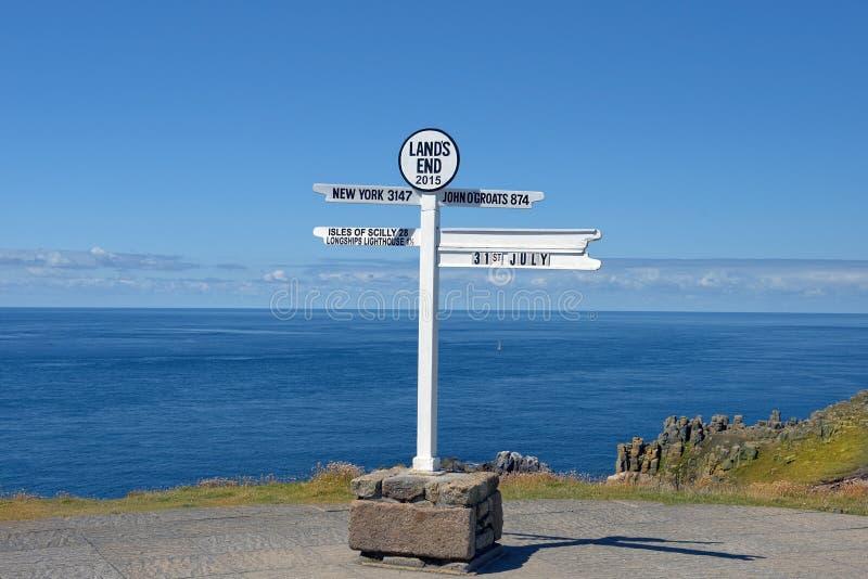 疏远路标在土地的末端, Penwith半岛,康沃尔郡,英国 免版税库存图片