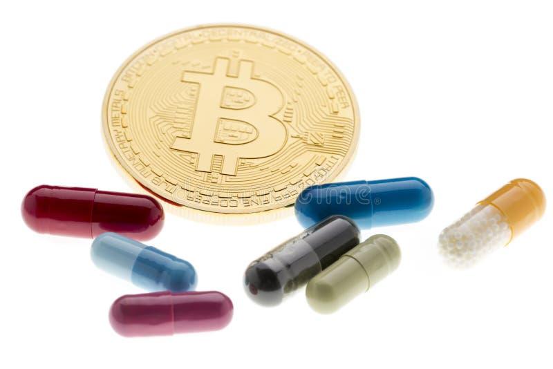 治疗的付款在将来 Bitcoin和色的药片 免版税库存图片