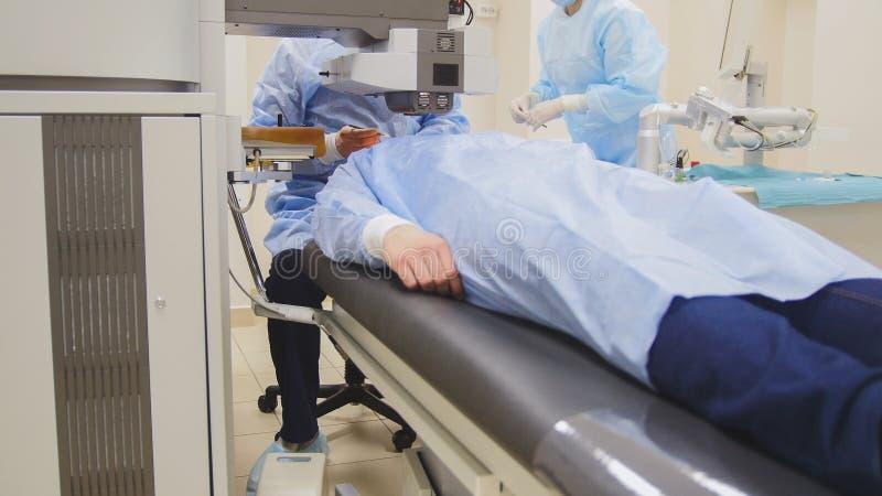 医疗眼科学手术-激光视觉更正 图库摄影