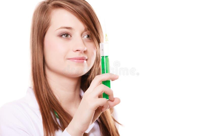 医疗 实验室外套的妇女医生有注射器的 库存图片