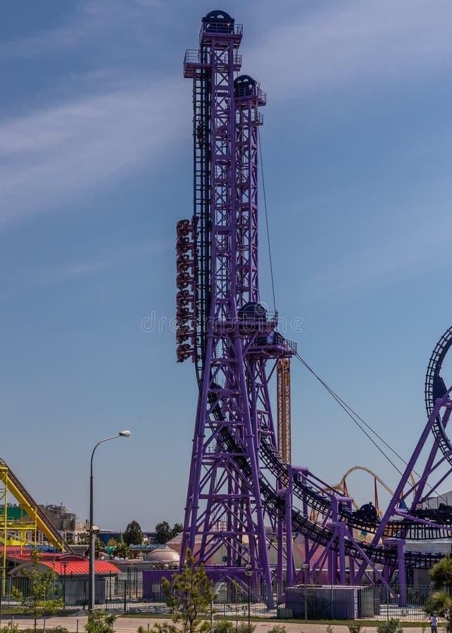 疯狂的吸引力突飞猛进在一游乐场在索契,俄罗斯 库存图片