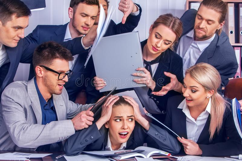 疯狂的商人办公室 错误公司管理妇女 图库摄影