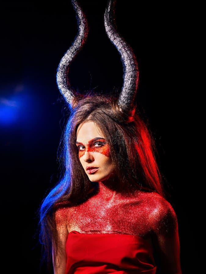 疯狂的satan妇女积极的啼声在地狱 巫婆再生生物 免版税库存照片