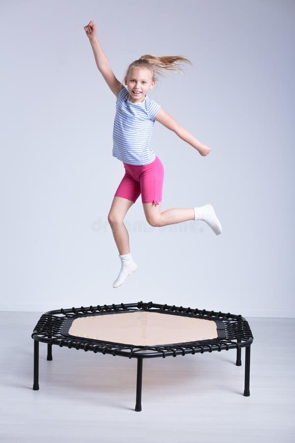 疯狂跳跃每个孩子将崇拜 免版税图库摄影