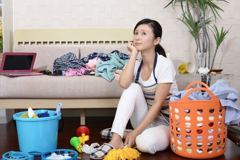 疲乏的亚裔主妇 免版税库存照片