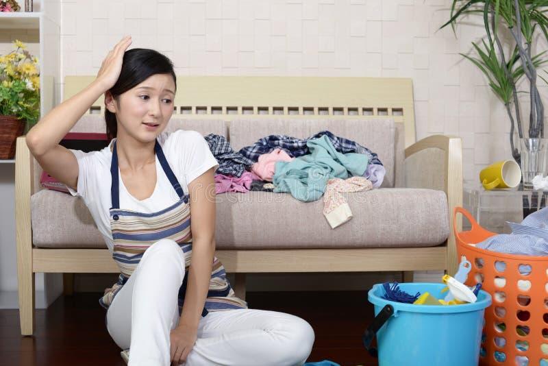 疲乏的亚裔主妇 库存图片