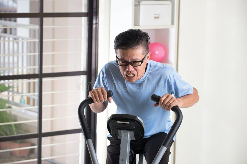 Download 疲乏的亚洲资深男性 库存图片. 图片 包括有 体操, 重点, 活动家, 用尽, 乘驾, 工作, 汉语, 循环 - 62537113
