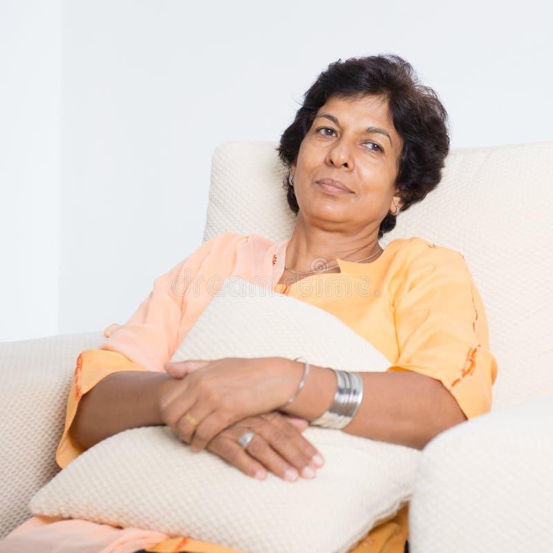 疲乏的印地安成熟妇女 库存图片
