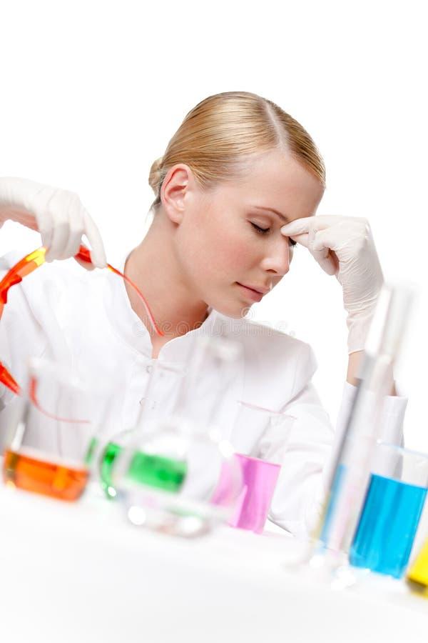 疲乏的女性医生推迟玻璃 免版税库存照片