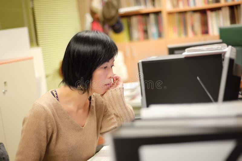 疲乏的妇女 免版税图库摄影