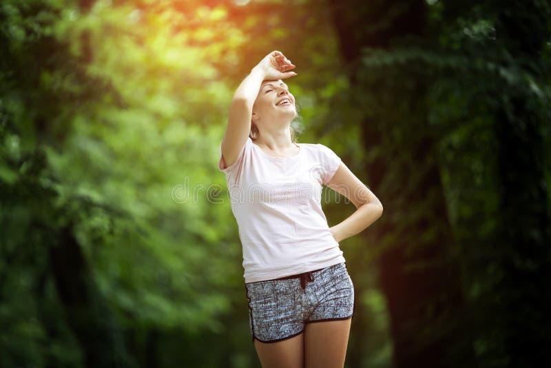 疲乏的母慢跑者 免版税库存照片
