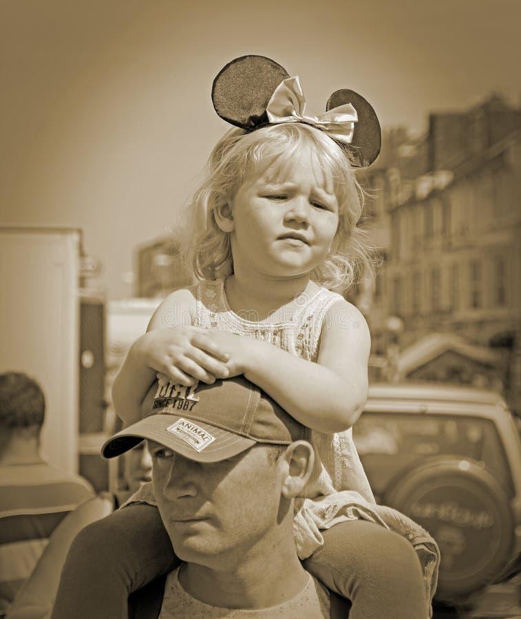 疲乏的狂欢节女孩 免版税库存图片