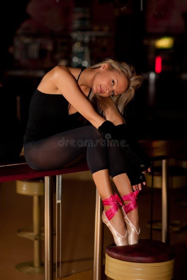 疲乏的舞蹈演员 免版税图库摄影