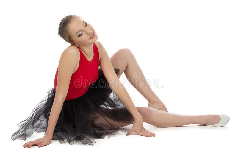 疲乏的年轻芭蕾舞女演员照片  免版税库存照片