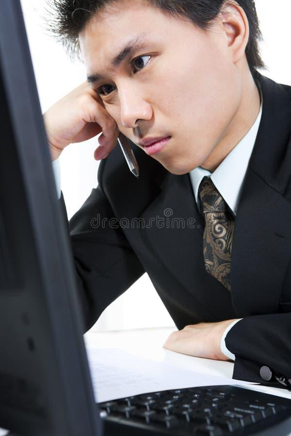 疲倦生意人的姿态 免版税库存图片