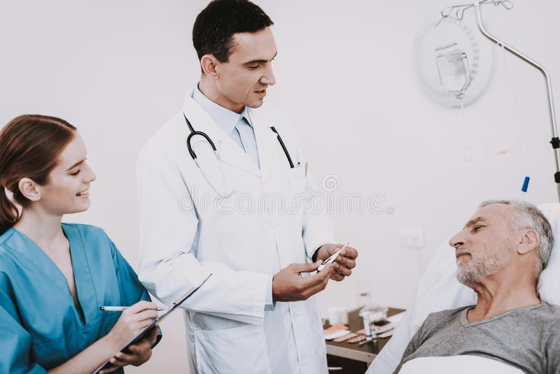 病的人在医院在 绝尘室和患者 免版税库存照片