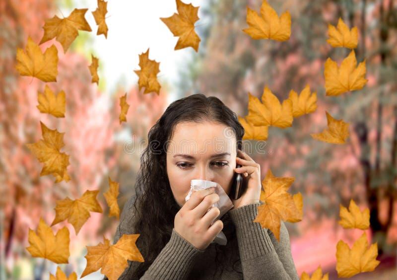 病的妇女在秋天 库存图片