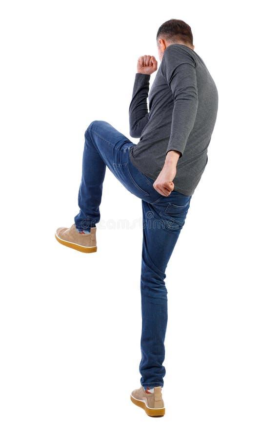 瘦瘦的男人挥舞着手臂和腿的斗殴 库存图片