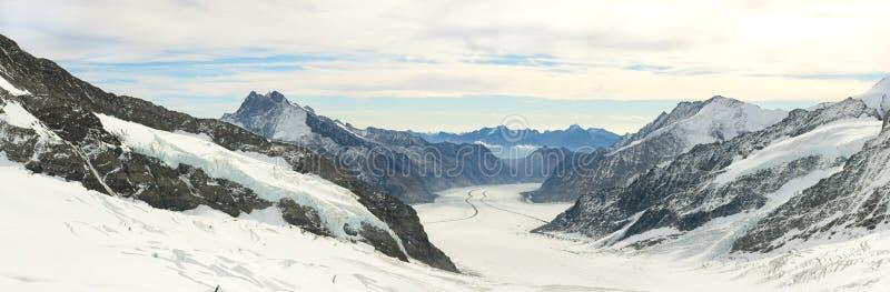 登上少女峰全景欧洲,瑞士视图上面  免版税库存图片