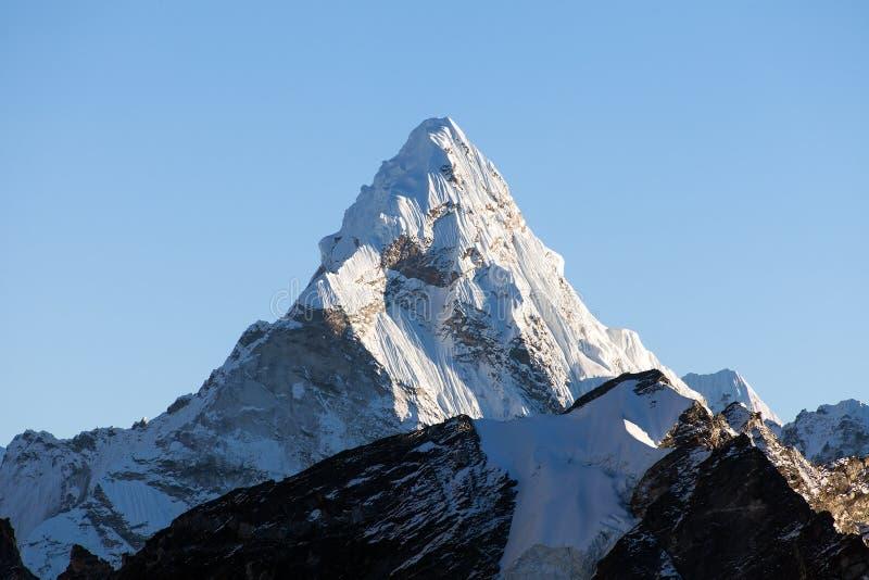 登上阿玛达布拉姆峰,尼泊尔喜马拉雅山山 免版税库存图片