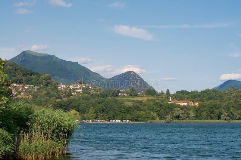 登上Bre美丽的景色和登上Boglia和一些小村庄在瑞士 图库摄影