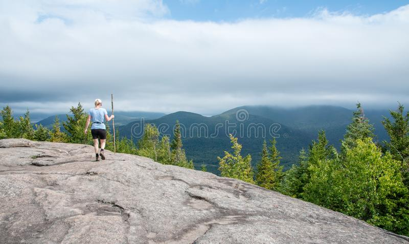 登上Jo普莱西德湖城NY山顶  免版税库存图片