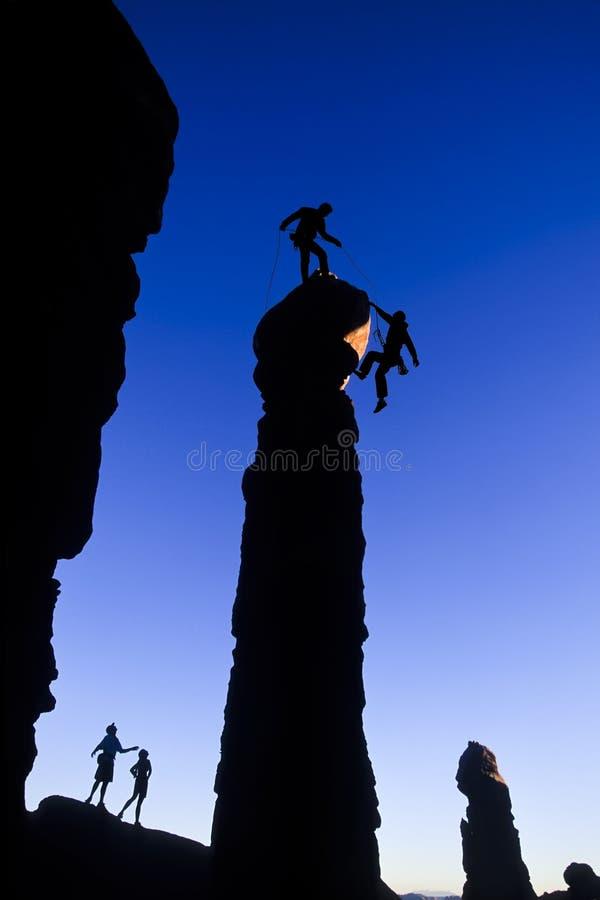 登山人山顶小组 库存照片