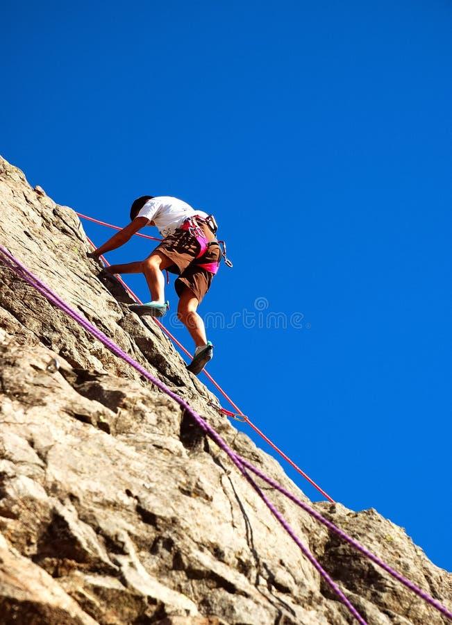 登山人年轻人 免版税库存照片