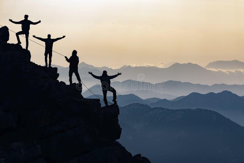 登山人队山的 库存照片