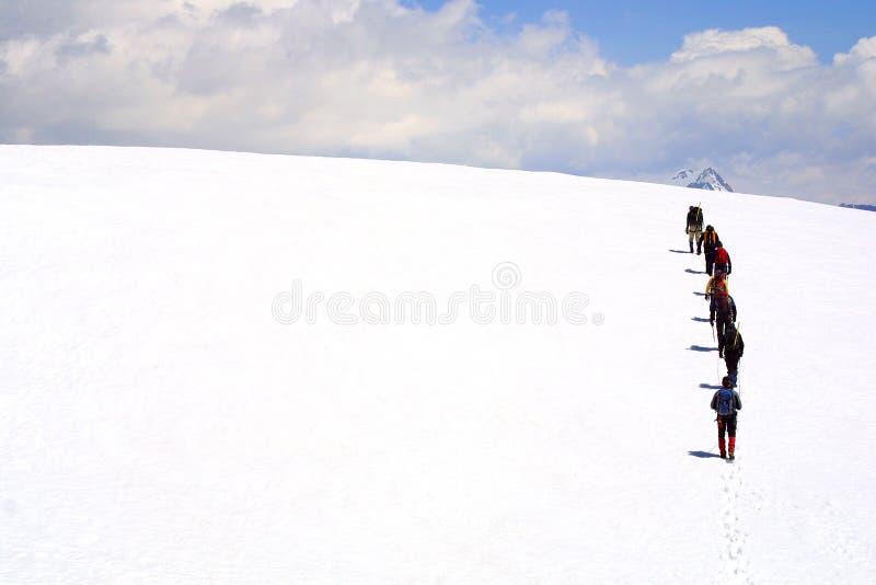 登山家组山顶 免版税库存照片
