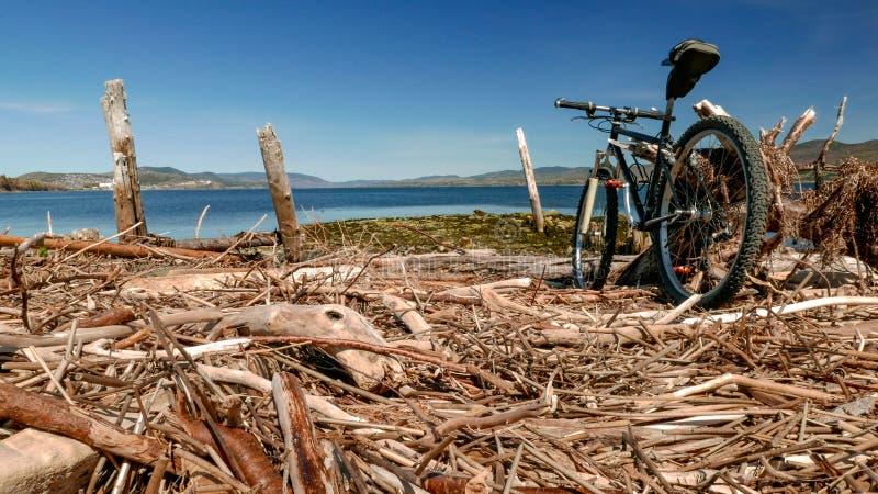 登山车乘驾到我的一个沿加斯佩海岸的喜爱的斑点 库存照片